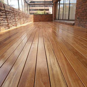deck en madera cumarú